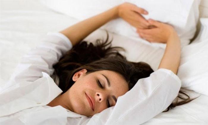 7. Kui aga ärkate endiselt äratuskella helina peale, siis püüdke lükata oma magamamineku aega 15 minuti võrra varasemaks.