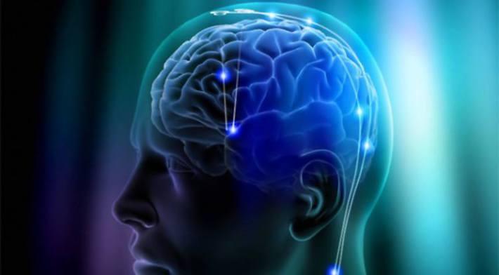 Küüslaugu soe ja aromaatne lõhn stimuleerib aju funktsioone ning see ravib unetust.