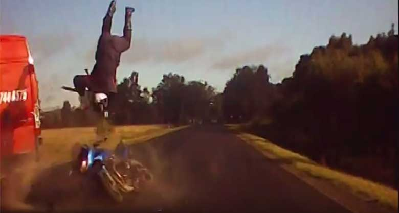 VIDEO: 31. augustil jäi Tartumaal auto pardaakamera videole raske avarii mootorratta ja kaubiku vahel