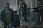 VIDEO: Isa kõnnib koos kartva pojaga mööda kiusajatest – vaata, mis saama hakkab…