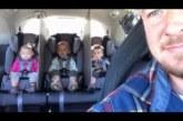 VIDEO: 2-aastaste kolmikute isa leiutas laheda nipi, kuidas lõpetada laste kaklemine auto tagaistmel