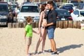 VIDEO: VAATA, KUI KIIRESTI saab see mees lastega emasid endaga pikalt suudlema