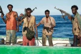 VAATA, MIS JUHTUB, kui Somaalia piraadid satuvad Vene mereväe laevale liiga ligidale