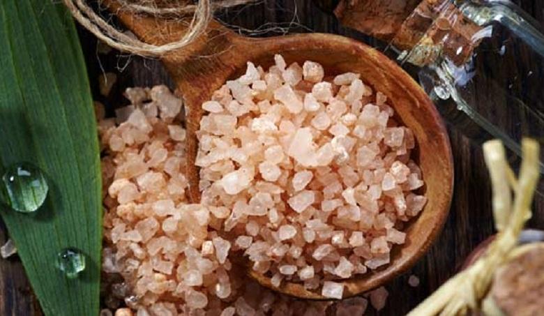 RAPUTA OMA KODUS vaibale 6 lusikatäit soola ja vaata, mis juhtuma hakkab...