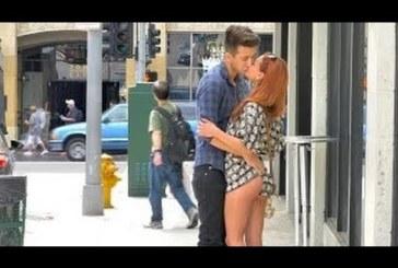 USKUMATU – VAATA, KUIDAS see mees kauneid naisi endaga suudlema paneb