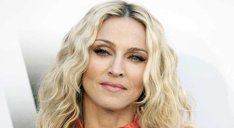 FOTO: KUIDAS MEELDIB UUS mood? VAATA, kui karvased on Madonna tütre kaenlaalused