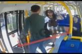 VIDEO: ENAM ei ole naistel bussiga ka turvaline sõita – lihtsalt võib peksa saada