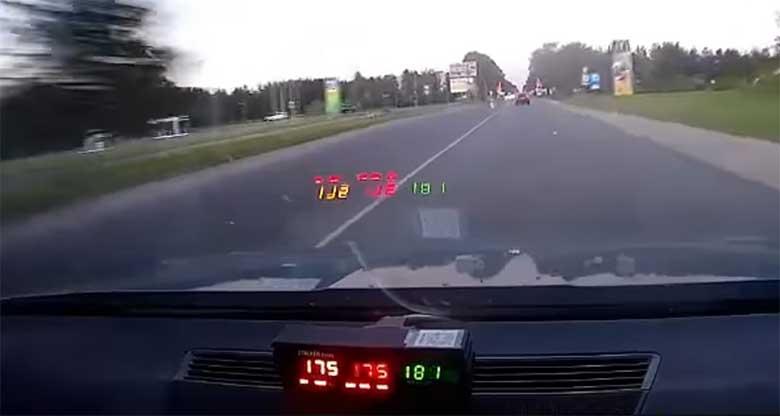 VIDEO: HULLUMEELNE KIHUTAMINE - Narva politseipatrulli eest põgenes suurel kiirusel  roolijoodik