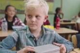 VIDEO: LAPSED MÄRKASID nälgivat klassivenda. Klassivenna klassist lahkudes varastasid ta lõunakarbi…