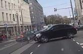PARDAKAAMERA VIDEO: VAATA, kuidas juhtus peaministri autoõnnetus