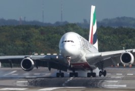 VIDEO: HÄMMASTAV PILOODI meisterlikkus – vaata, kuidas AIRBUS A380 vänderdab maandudes külgtuulega