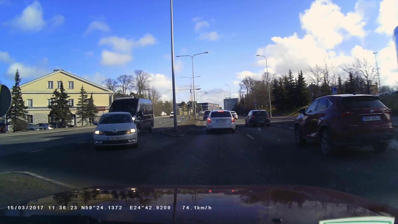 VIDEO: LIIKLUSRAEV TALLINNAS, TAMMSAARE TEEL - kahe auto vahel käib korralik võitlus