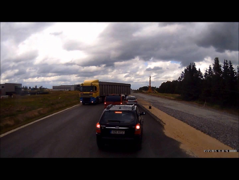 VIDEO: EESTI MEES on möödasõidu füürer - valik ohtlikke möödasõite, mis on Eestis toime pandud