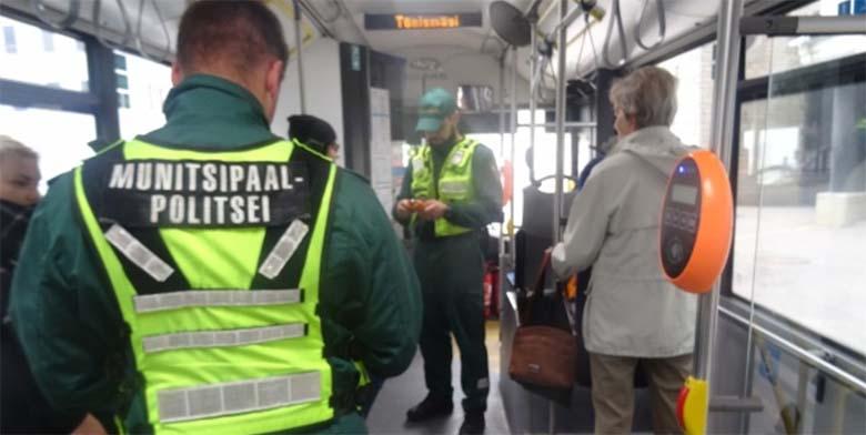 ELUST ENESEST - Sõitsin bussiga. Oleksin peaaegu juba jõudnud väljuda aga ikkagi jõudis see kuradi kontrolör peale ronida. Kuna mul piletit polnud, kutsuti mind kaasa.