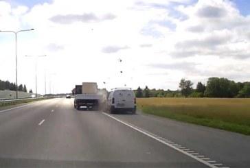 PARDAKAAMERA SALVESTAS Tartu maanteel toimuva avarii