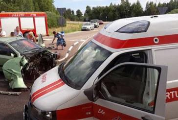 JÕGEVAMAAL põrkasid kokku liinibuss ja sõiduauto – õnnetuses sai viga 8 inimest