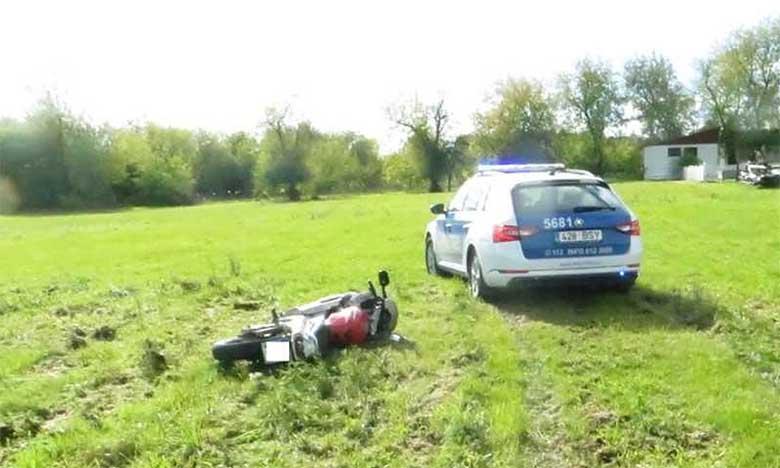 VIDEO: TAGAAJAMINE JÄRVAMAAL - POLITSEI rammis võrr-mootorratta kraavi