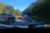 VIDEO: KOHUTAV LIIKLUSAVARI – kihutaja tegi laupkokkupõrke Skodaga