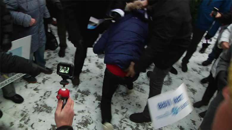 Video: Indrek Tarand lükati pikali ning teda tiriti ja väntsutati nagu jahukotti