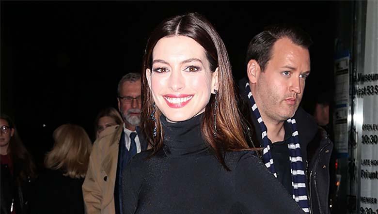 FOTOD: Anne Hathaway näitab uut moodi - läbipaistev seelik