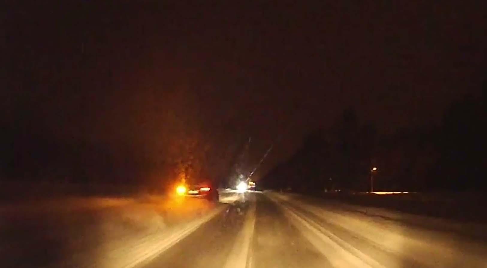 VIDEO: Teine sünnipäev - Tallinnas, Männiku teel toimus napp pääsemine laupkokkupõrkest
