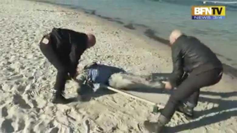 VIDEO: HAHA - Vaata, kuidas tegelikult peab käituma, kui meri on pagulase randa toonud