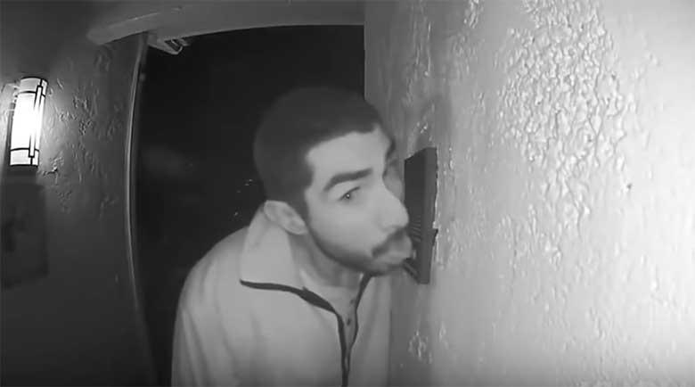 VIDEO: Politsei otsib meest, kes lakkus uksekella - ja seda 3 TUNDI järjest