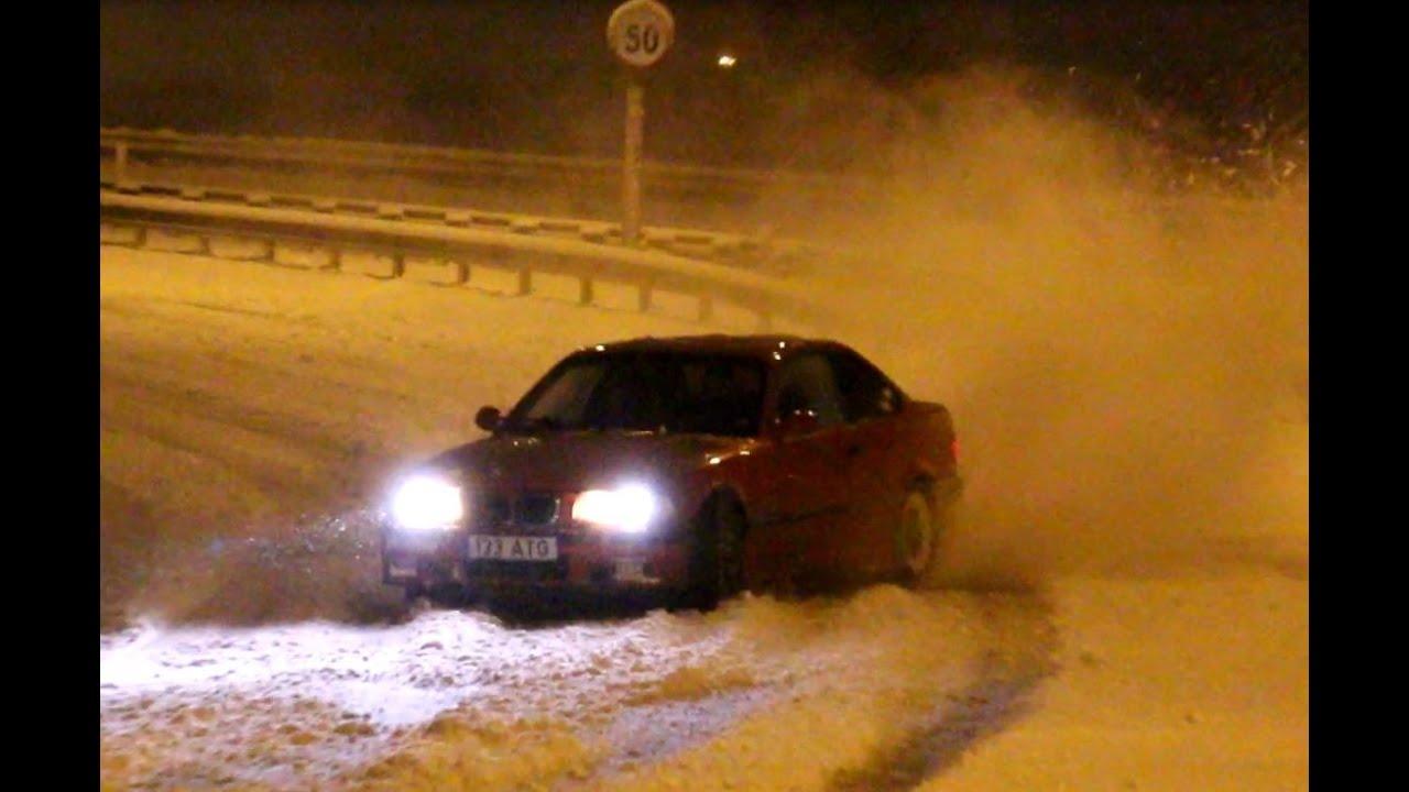 VIDEO: Noored driftivad lumistel Tallinna tänavatel - kuskil ju peab sõitma õppima :)