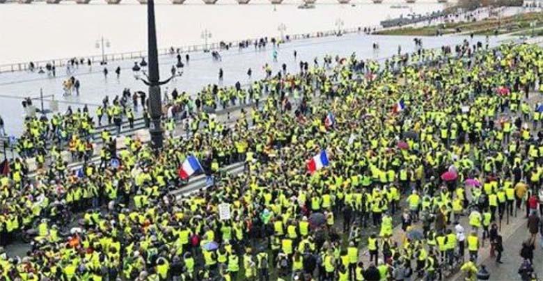 KODUSÕDA PRANTSUSMAAL - relvastatud kollased vestid  plaanivad kukutada Prantsusmaa praeguse valitsuse