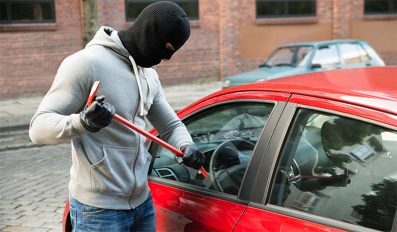 FOTOD: Neid kahte nippi kasutades on su auto ärandamine väga aeganõudev ja keerukas