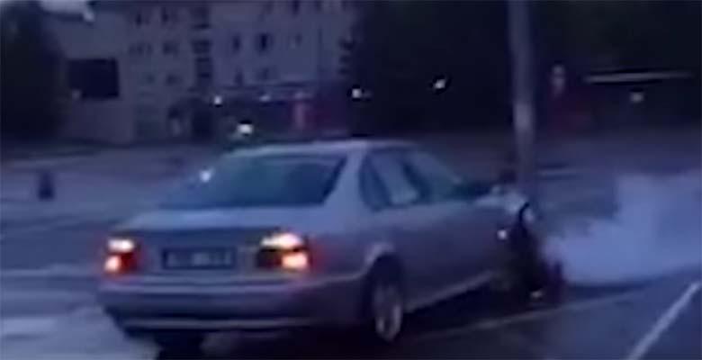 VIDEO: EESTI liiklustalent - BMW driftib parklas vastu posti...