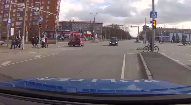 VIDEO: TÄIESTI SÜÜDIMATU liiklushälvik kihutas Narvas oma
