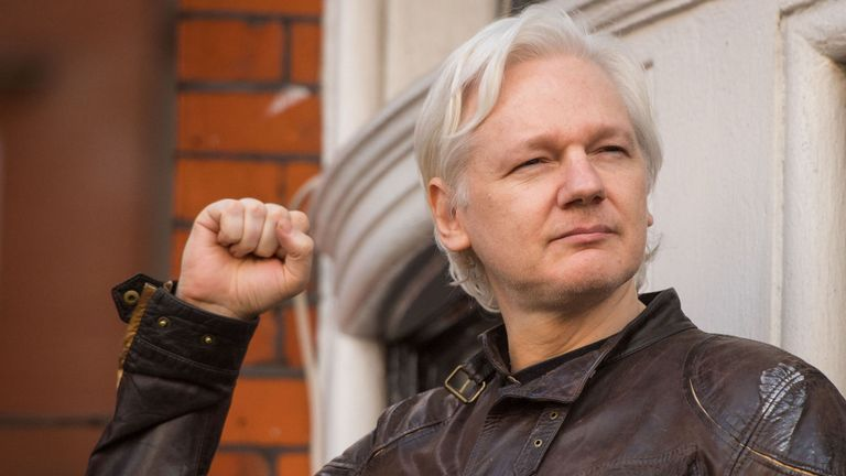 MIS NÜÜD SAAB - Londonis,  Ecuadori saatkonnas peidus olnud Julian Assange...