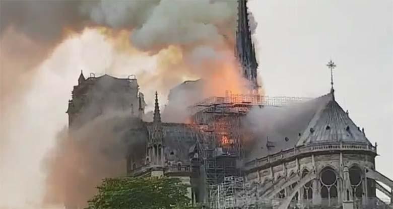 KOHUTAV VIDEO:  Pariisi Notre-Dame'i ehk Jumalaema kirik põleb