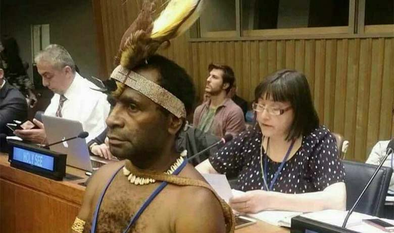 FOTO: NAGU BOSS - Paapua Uus-Guinea president oli ÜRO assambleel ilma riieteta