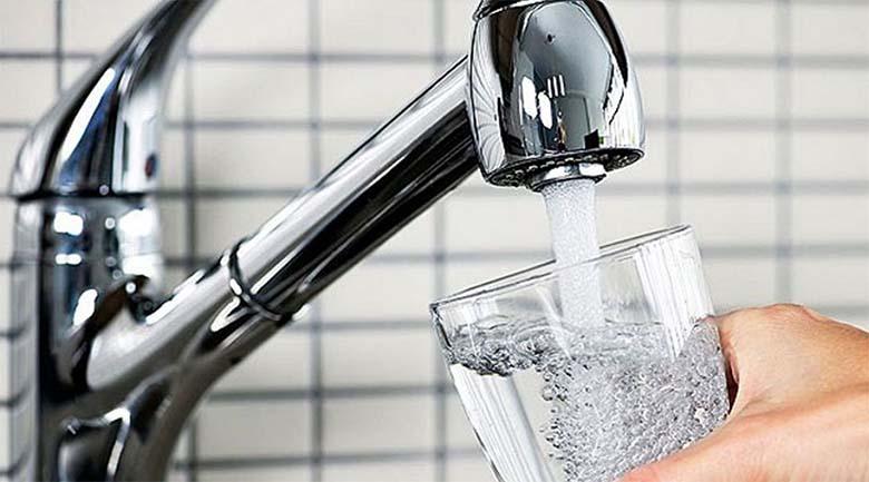 Valitsus hakkab inimesi sundvaktsineerima kraanivee kaudu