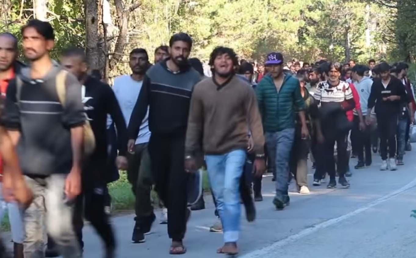 VIDEO: UHH, hirm tuleb peale -  selline noortest meestest sisserändajate mass marsib EL piiri suunas