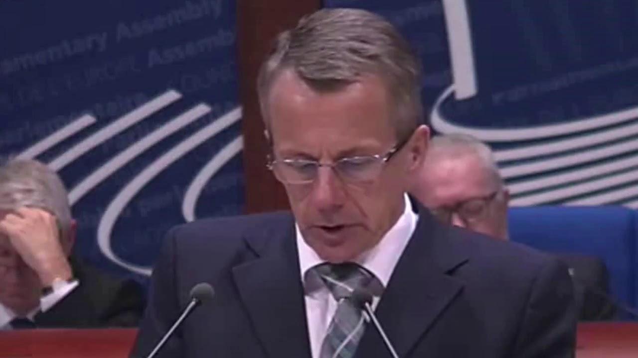 VIDEO: HAHA, PIINLIK – vaata, kuidas Jürgen Ligi välisministrina inglise keelt puterdas