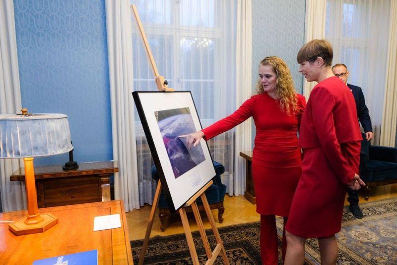 FOTO: Eestit külastanud Kanada astronaut kinnitas president Kaljulaidile: Maa on ümmargune
