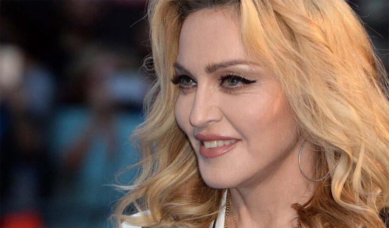 FOTO: NO MIDA – 61-aastane Madonna poseerib täitsa palja ülakehaga