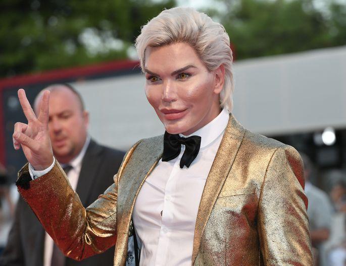 FOTO: ISSVER - Inim-Ken ei soovinud olla enam Ken, vaid hoopis Barbie. Selline näeb ta välja pärast uusi lõikuseid