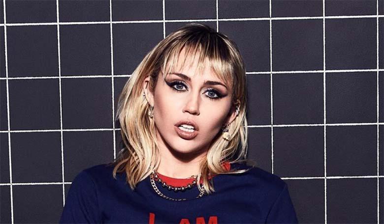FOTO: Oh seda õnnetust – Miley Cyruse rind vupsas pluusist välja