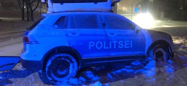 Politseiauto sattus raskesse avariisse. Politseinik sai viga ja viidi haiglasse
