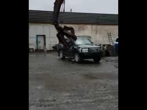 VIDEO: HAHA - üritatakse utiliseerida kuulikindlat autot, mis ei olegi nii kerge