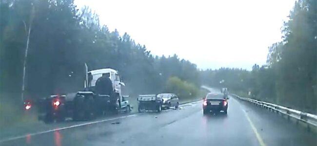 VIDEO: ÜLIRÄNK liiklusõnnetus, kus süüdlaseks möödasõitu tegev veoauto – nõrganärvilistele keelatud