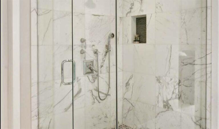 VAU – Üks naine jagas sotsiaalmedias nippi, kuidas dušikabiini klaas säravpuhtaks teha
