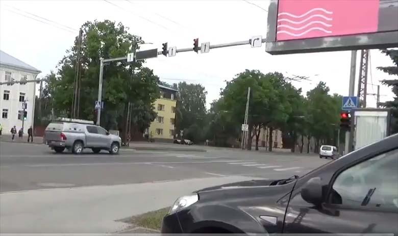 VIDEO: Liikluspolitseinik näitab, kui hull on olukord Tallinna liikluses