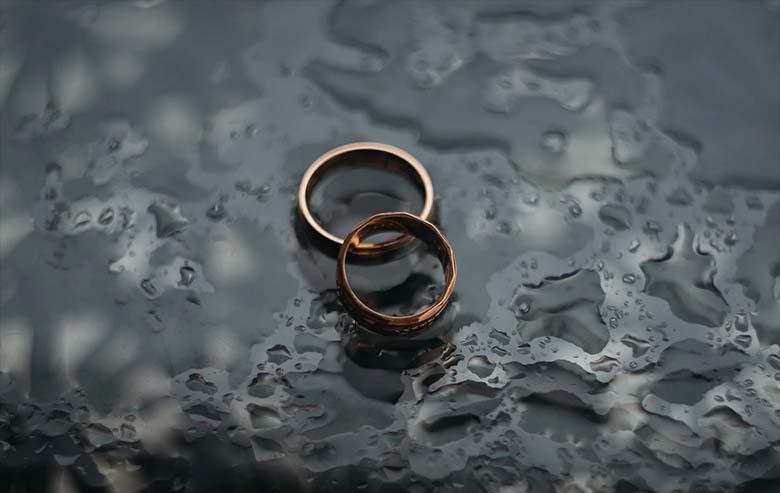 Ta lahutas oma halvatud abikaasast ja abiellus oma parima sõbraga… Kõik see toimus aga üsna uskumatul põhjusel!