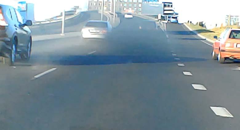 VIDEO: BMW ja Mercedes kihutasid Järvevana teel võidu ning tegid avarii