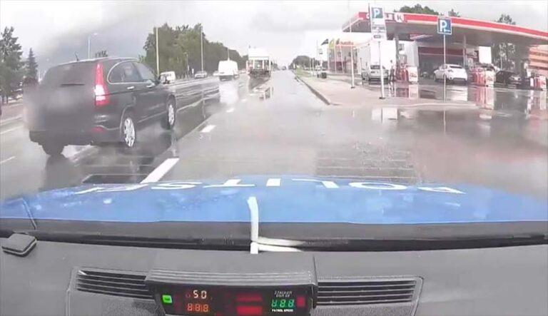 POLITSEIVIDEO: MISASJA , autojuhil on politseist täiesti savi – vaata, millega ta hakkama saab